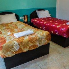 Отель Patong Bay Guesthouse 2* Улучшенный номер с 2 отдельными кроватями