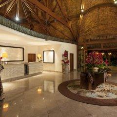 Отель The St Regis Bora Bora Resort интерьер отеля