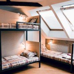 Hostel Kamin Стандартный семейный номер разные типы кроватей (общая ванная комната) фото 4