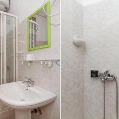 Отель Hostel Yolostel Сербия, Белград - отзывы, цены и фото номеров - забронировать отель Hostel Yolostel онлайн ванная