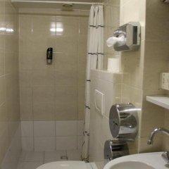 Budget Hotel The Orange Tulip Семейный номер категории Эконом с двуспальной кроватью фото 4