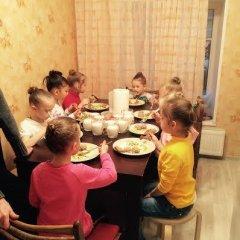 Отель Жилое помещение Все свои на Большой Конюшенной Санкт-Петербург питание