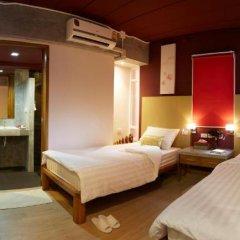 Отель Uncle Loy's Boutique House Таиланд, Бангкок - отзывы, цены и фото номеров - забронировать отель Uncle Loy's Boutique House онлайн комната для гостей фото 3