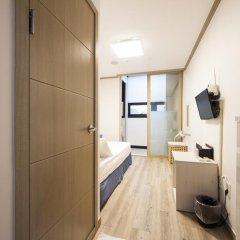 Отель K-guesthouse Sinchon 2 2* Номер Делюкс с двуспальной кроватью фото 7