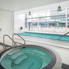 Отель Element Vancouver Metrotown Канада, Бурнаби - отзывы, цены и фото номеров - забронировать отель Element Vancouver Metrotown онлайн бассейн фото 2