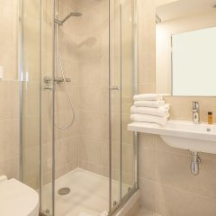 Отель Hôtel Du Centre 2* Улучшенный номер с различными типами кроватей фото 4