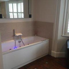 Отель Griffin Guest House Великобритания, Кемптаун - отзывы, цены и фото номеров - забронировать отель Griffin Guest House онлайн ванная фото 3