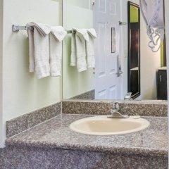 Отель Rodeway Inn Los Angeles США, Лос-Анджелес - 8 отзывов об отеле, цены и фото номеров - забронировать отель Rodeway Inn Los Angeles онлайн ванная