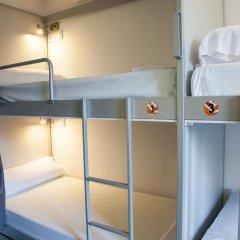 Отель St Christopher's Inn Кровать в общем номере фото 3