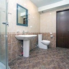 Апартаменты FlatsInYerevan - Apartments at Aram Street (New Building) ванная фото 2