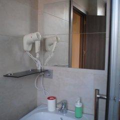 Отель Hostal Abril Стандартный номер с различными типами кроватей фото 15