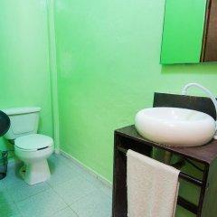 Отель Hostal Amigo Suites Кровать в женском общем номере фото 5