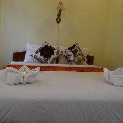 Отель Villa Somphong 2* Стандартный номер с двуспальной кроватью