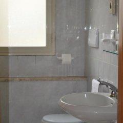 Отель Residenza Parco Fellini Римини ванная фото 2