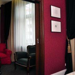 Отель SleepWalker Boutique Suites 3* Номер Делюкс с двуспальной кроватью фото 14
