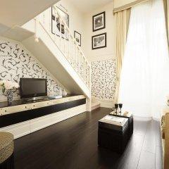 Отель Castille Paris - Starhotels Collezione 5* Улучшенный номер с различными типами кроватей фото 3