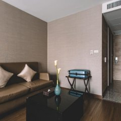 Отель Adelphi Suites Bangkok 4* Студия с различными типами кроватей фото 15