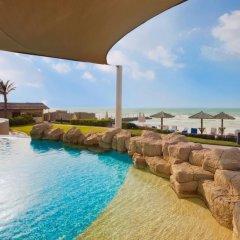 Отель Coral Beach Resort - Sharjah бассейн