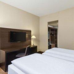 Отель NH Düsseldorf Königsallee 4* Улучшенный номер с различными типами кроватей фото 9