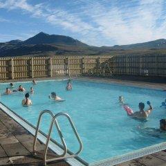 Отель Guesthouse Steinsstadir бассейн