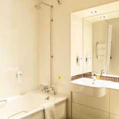 Отель Premier Inn Glasgow Pacific Quay ванная