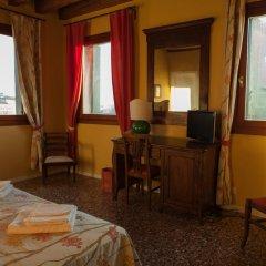 Отель Locanda Ai Santi Apostoli 3* Улучшенный номер с различными типами кроватей фото 22