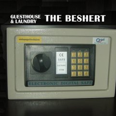Отель Beshert Guesthouse сейф в номере