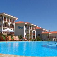 Отель Breeze Hotelcomplex бассейн фото 3