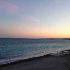 Отель Alpazur: Lovely Apartment with Sea View Франция, Ницца - отзывы, цены и фото номеров - забронировать отель Alpazur: Lovely Apartment with Sea View онлайн пляж фото 2