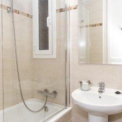Отель Whatching Sagrada Familia Барселона ванная