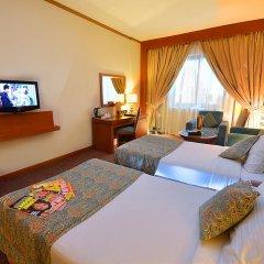 Landmark Summit Hotel 4* Улучшенный номер с различными типами кроватей фото 3