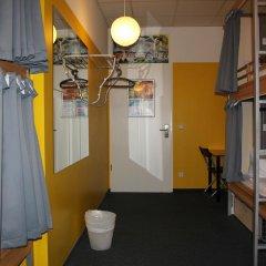 Отель St Christophers Inn Berlin Кровать в общем номере с двухъярусной кроватью фото 17