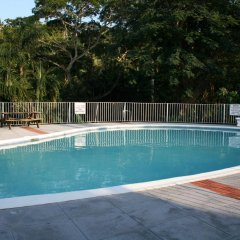Отель Silver Creek Resort бассейн