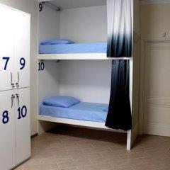 Хостел Friday Кровать в мужском общем номере с двухъярусными кроватями фото 11