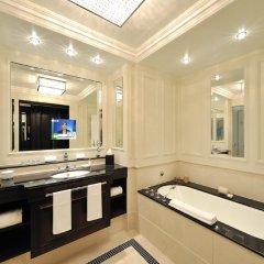 Отель Breidenbacher Hof, a Capella Hotel Германия, Дюссельдорф - 7 отзывов об отеле, цены и фото номеров - забронировать отель Breidenbacher Hof, a Capella Hotel онлайн ванная фото 2