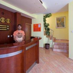 Отель Sunny Flower Hotel Болгария, Солнечный берег - отзывы, цены и фото номеров - забронировать отель Sunny Flower Hotel онлайн интерьер отеля