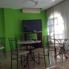 Отель Sea 'n Lake View Hotel Apartments Кипр, Ларнака - 1 отзыв об отеле, цены и фото номеров - забронировать отель Sea 'n Lake View Hotel Apartments онлайн питание