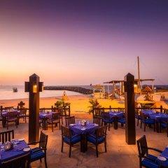 Отель Coral Beach Resort - Sharjah гостиничный бар