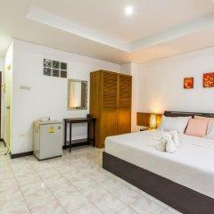 Отель Karon Sunshine Guesthouse & Bar 3* Улучшенный номер с различными типами кроватей фото 15