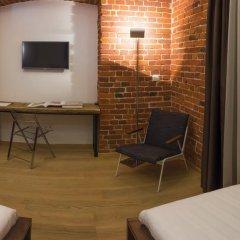 Дизайн-отель Brick 4* Улучшенный номер с 2 отдельными кроватями фото 5