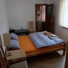 Отель Academus - Cafe/Pub & Guest House комната для гостей