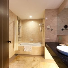 The Hanoi Club Hotel & Lake Palais Residences ванная фото 7