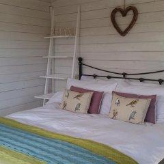 Отель The Little Hide - Grown Up Glamping Бунгало с различными типами кроватей фото 16