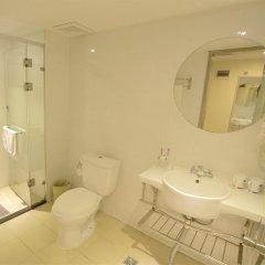 Отель Hanting Hotel Beijing Liufang Branch Китай, Пекин - отзывы, цены и фото номеров - забронировать отель Hanting Hotel Beijing Liufang Branch онлайн ванная фото 2