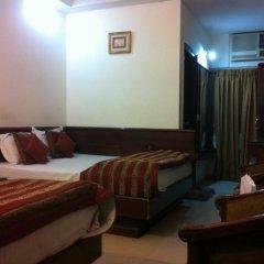 Hotel Chanchal Deluxe 2* Стандартный семейный номер с двуспальной кроватью фото 2