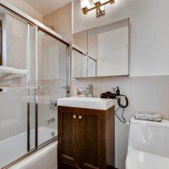 Отель Global Luxury Suites at Olympia House ванная