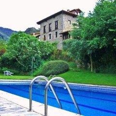 Отель Albergue TurÍstico ValdebarÓ Камалено бассейн