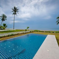 Отель Krabi Sunset Beachfront Sand One бассейн