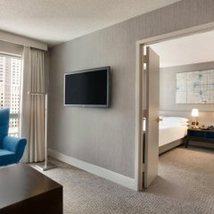 Отель Hilton Suites Chicago/Magnificent Mile комната для гостей фото 6