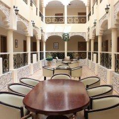 Отель Al Seef Hotel ОАЭ, Шарджа - 3 отзыва об отеле, цены и фото номеров - забронировать отель Al Seef Hotel онлайн интерьер отеля фото 3